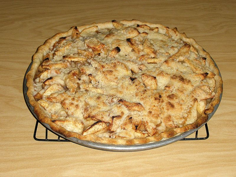 Apple pizza pie